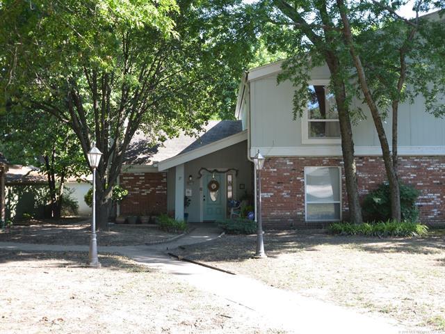 8730 E 27th Street #17, Tulsa, OK 74129 (MLS #1824207) :: Hopper Group at RE/MAX Results
