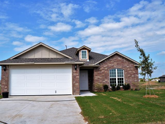 13115 E 135th Place North, Collinsville, OK 74021 (MLS #1832580) :: 918HomeTeam - KW Realty Preferred