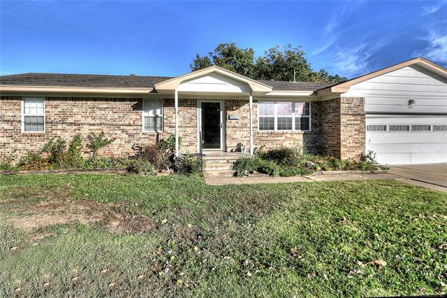 301 S Cherry Street, Skiatook, OK 74070 (MLS #1841030) :: Hopper Group at RE/MAX Results