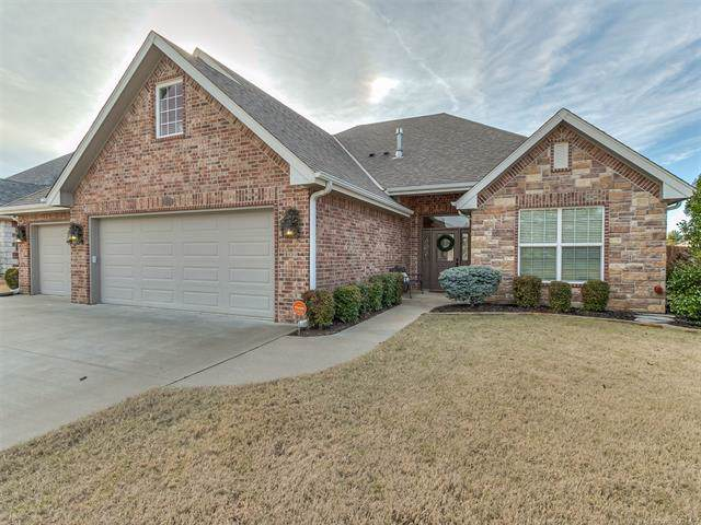 1207 Crown Drive, Bartlesville, OK 74006 (MLS #1940191) :: Hopper Group at RE/MAX Results