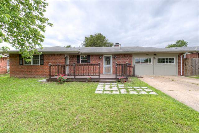 115 S Fenway Place, Bartlesville, OK 74006 (MLS #2016335) :: Hopper Group at RE/MAX Results