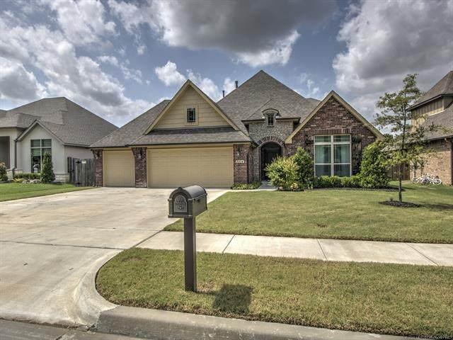3104 W Edgewater Street, Broken Arrow, OK 74012 (MLS #2023938) :: Active Real Estate