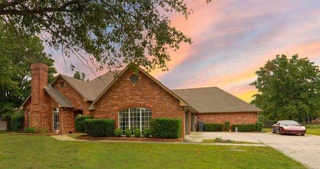 5 E Lakeshore Drive, Okmulgee, OK 74447 (MLS #2031238) :: Hopper Group at RE/MAX Results