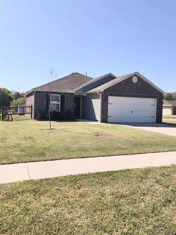 326 Austin Avenue, Kiefer, OK 74041 (MLS #2036356) :: Hometown Home & Ranch