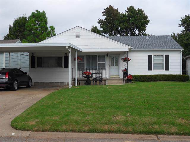 219 E 45th Court, Tulsa, OK 74105 (MLS #2036643) :: Hometown Home & Ranch