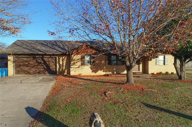 1556 S 5th, Mcalester, OK 74501 (MLS #2039304) :: 580 Realty