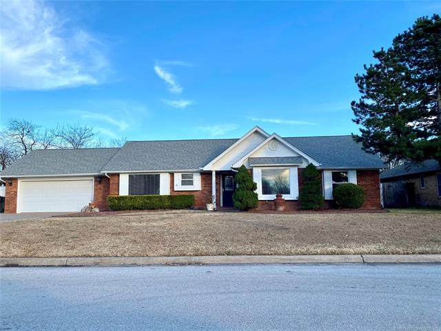 1310 Sunny Lane, Ardmore, OK 73401 (MLS #2043117) :: Hopper Group at RE/MAX Results