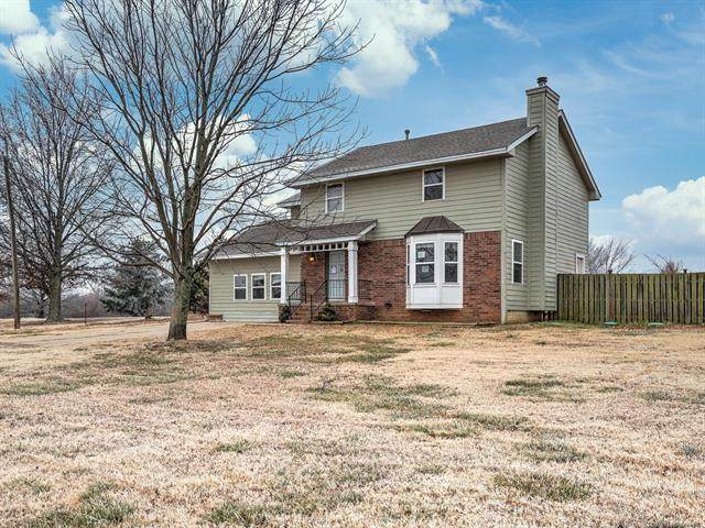 13902 S 241st East Avenue, Coweta, OK 74429 (MLS #2103442) :: Hopper Group at RE/MAX Results