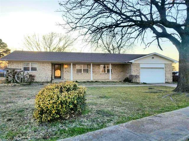 716 N Broadway Street, Checotah, OK 74426 (MLS #2105792) :: Owasso Homes and Lifestyle
