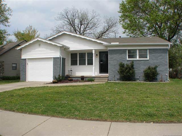 10165 E 22nd Place, Tulsa, OK 74129 (MLS #2109931) :: 918HomeTeam - KW Realty Preferred