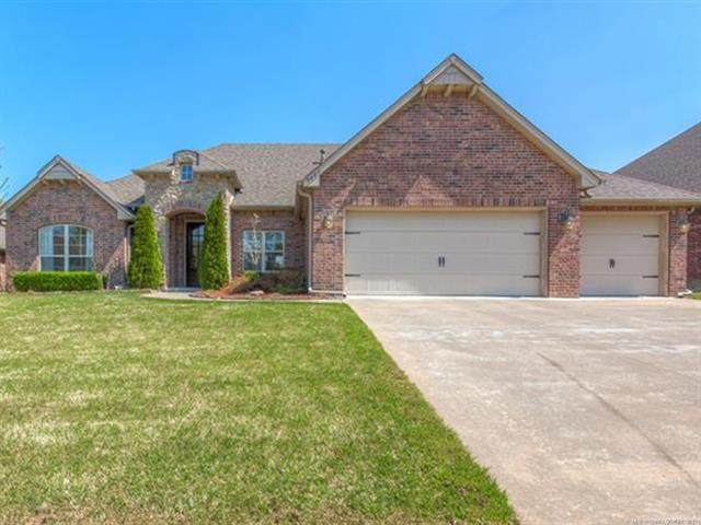 9409 N 95th East Place, Owasso, OK 74055 (MLS #2110225) :: 580 Realty