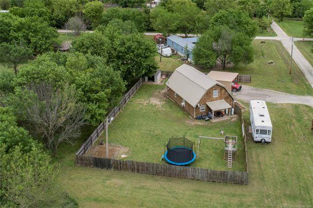 304 N Hill Street, Nowata, OK 74048 (MLS #2113146) :: Hopper Group at RE/MAX Results