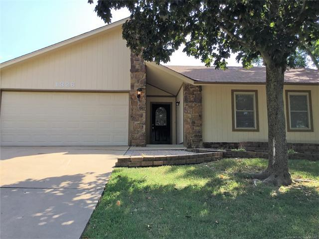 1326 Woodbriar Lane NE, Catoosa, OK 74015 (MLS #1836345) :: Hopper Group at RE/MAX Results