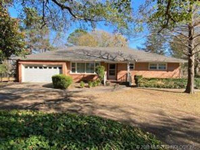 1511 S Woodland Drive, Okmulgee, OK 74447 (MLS #2043050) :: Hopper Group at RE/MAX Results