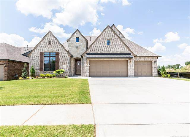 8726 S Phoenix Place W, Tulsa, OK 74132 (MLS #2013838) :: Hopper Group at RE/MAX Results