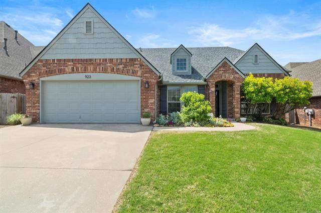 923 W Elmira Street, Broken Arrow, OK 74012 (MLS #2111433) :: Owasso Homes and Lifestyle
