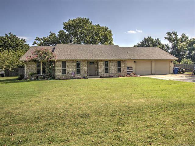 59 Cottonwood Circle, Pryor, OK 74361 (MLS #2033378) :: Hopper Group at RE/MAX Results