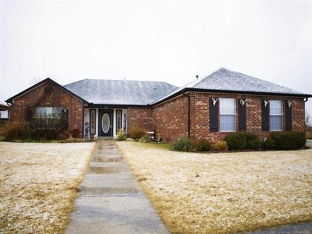 1138 S Spinnaker Drive, Oologah, OK 74053 (MLS #2044902) :: Hopper Group at RE/MAX Results
