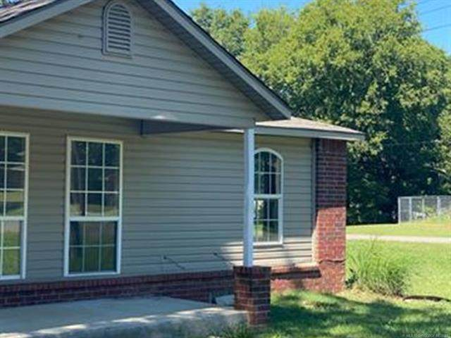 504 S Madison Avenue E, Wagoner, OK 74467 (MLS #2131470) :: Hopper Group at RE/MAX Results