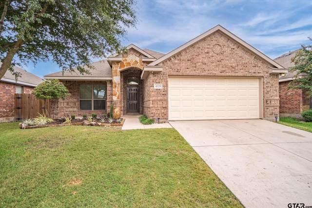 4028 Eric Drive, Heartland, TX 75126 (MLS #10141576) :: Dee Martin Realty Group