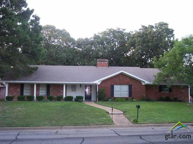 1826 Yosemite, Tyler, TX 75703 (MLS #10090050) :: RE/MAX Professionals - The Burks Team
