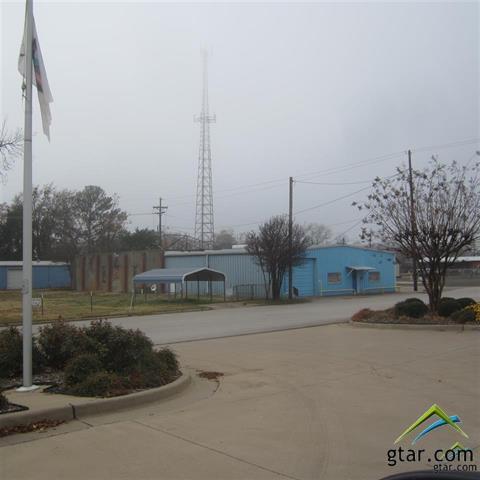 303 S Johnson, Mineola, TX 75773 (MLS #10095550) :: RE/MAX Professionals - The Burks Team