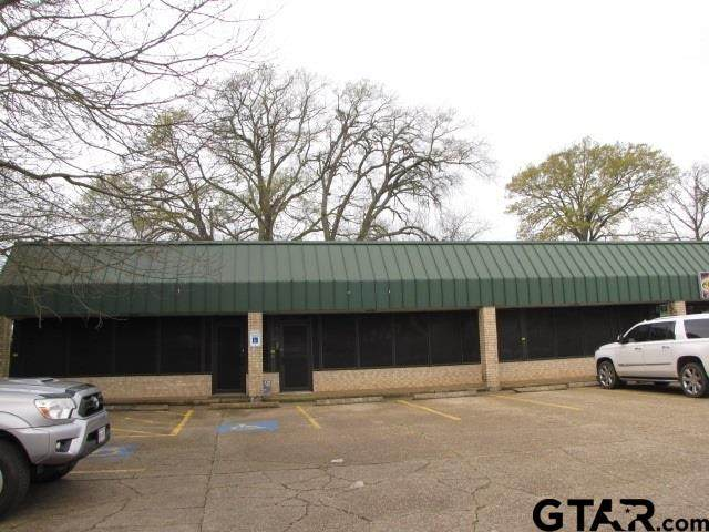 1424 S Main, Henderson, TX 75654 (MLS #10133352) :: RE/MAX Professionals - The Burks Team