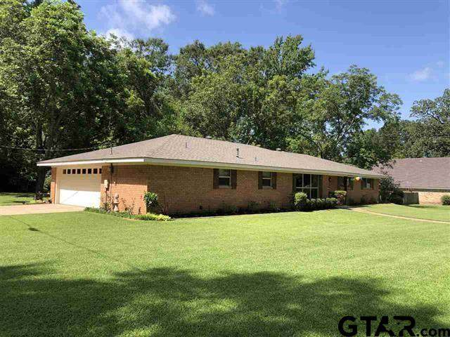 801 Madelaine Drive, Gilmer, TX 75644 (MLS #10138323) :: RE/MAX Professionals - The Burks Team