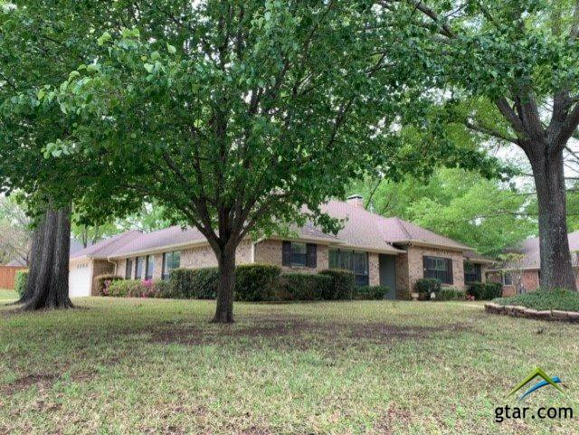 5909 Stoneleigh Dr., Tyler, TX 75703 (MLS #10106160) :: RE/MAX Professionals - The Burks Team