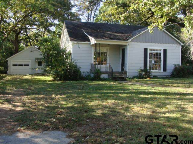 1611 E Travis St, Tyler, TX 75701 (MLS #10141317) :: Dee Martin Realty Group