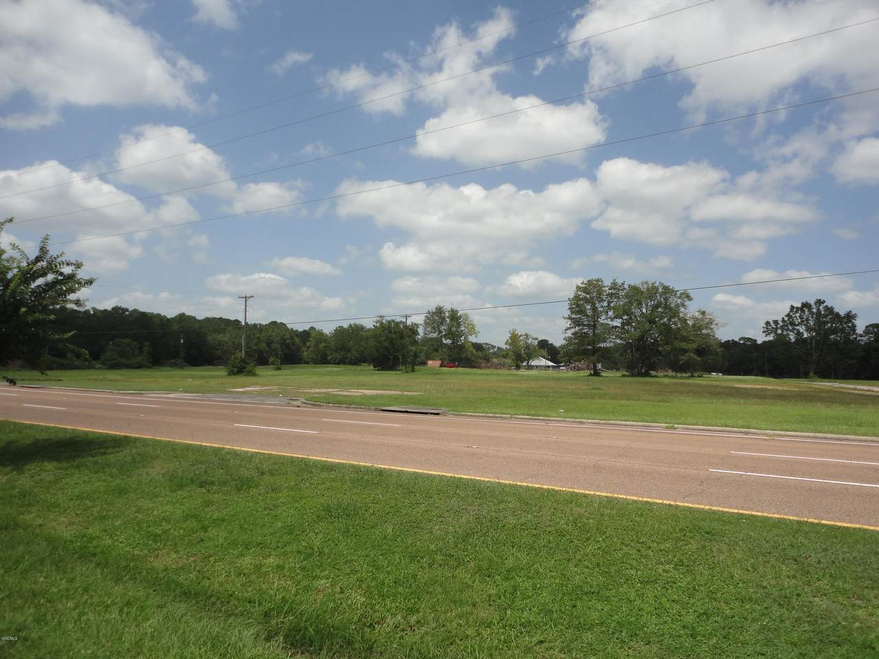 1600 Highway 90 - Photo 1