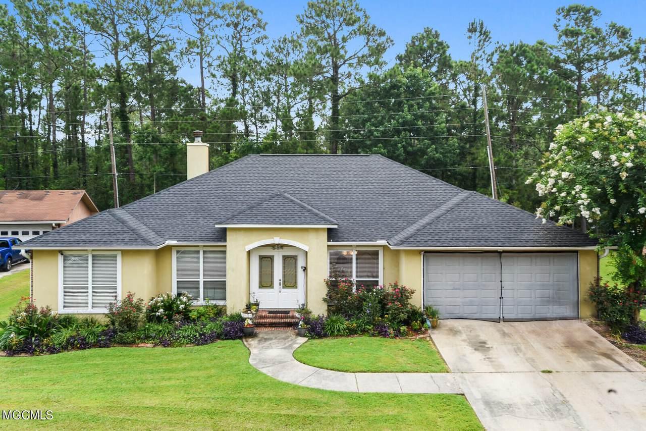 554 Royal Oak Drive - Photo 1