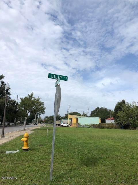 512 Howard Avenue - Photo 1