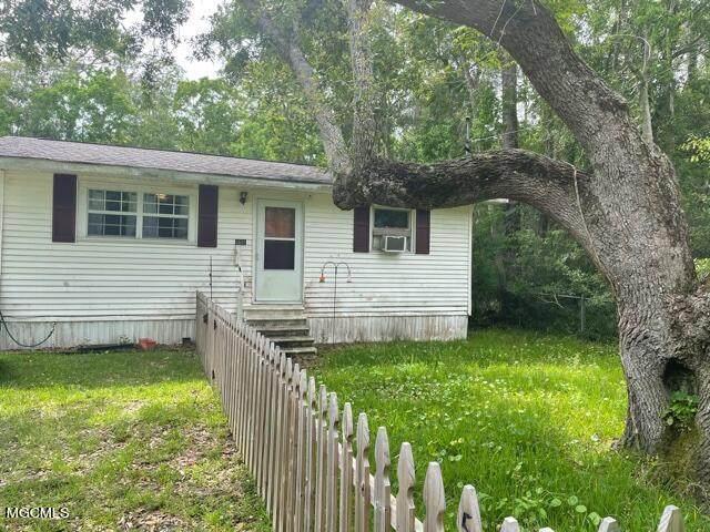 5601 Shadow Street, Ocean Springs, MS 39564 (MLS #3376620) :: The Demoran Group at Keller Williams