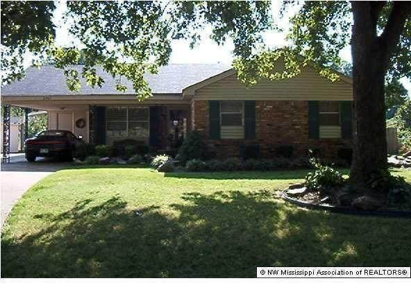 2242 Carrolton Cove, Southaven, MS 38671 (MLS #4000751) :: The Live Love Desoto Group