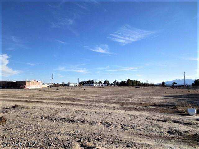 621 W Blosser Ranch, Pahrump, NV 89060 (MLS #2168278) :: Team Michele Dugan