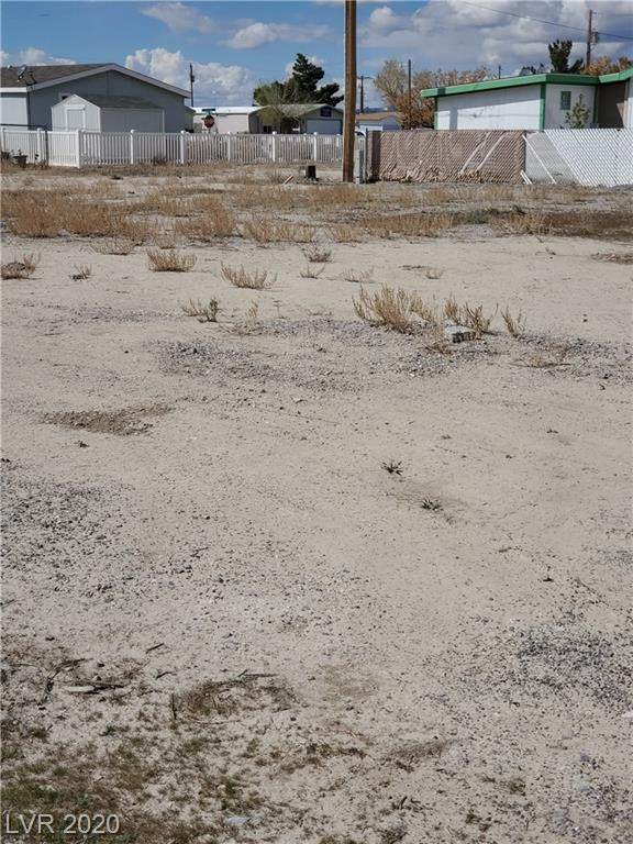 290 Moore, Pahrump, NV 89048 (MLS #2184232) :: The Lindstrom Group
