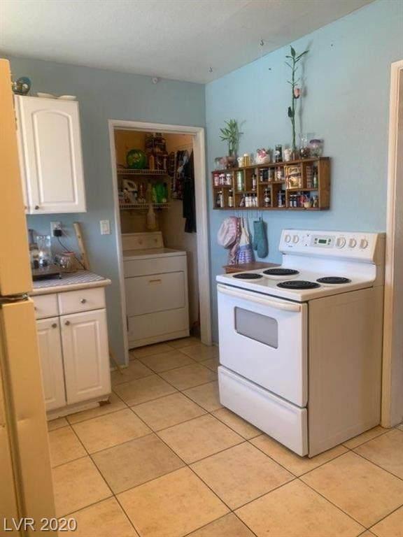 637 Burton Street, Henderson, NV 89015 (MLS #2210220) :: Billy OKeefe | Berkshire Hathaway HomeServices