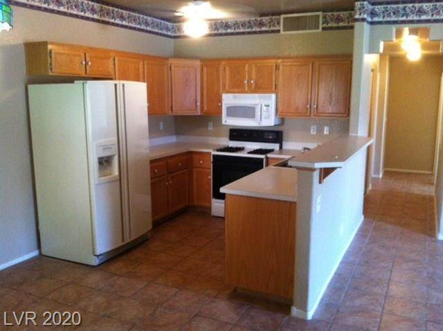 2110 Los Feliz Street #1020, Las Vegas, NV 89156 (MLS #2213562) :: Helen Riley Group | Simply Vegas