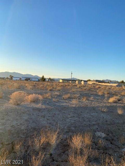 3660 S Stirrup Avenue, Pahrump, NV 89048 (MLS #2218370) :: Lindstrom Radcliffe Group