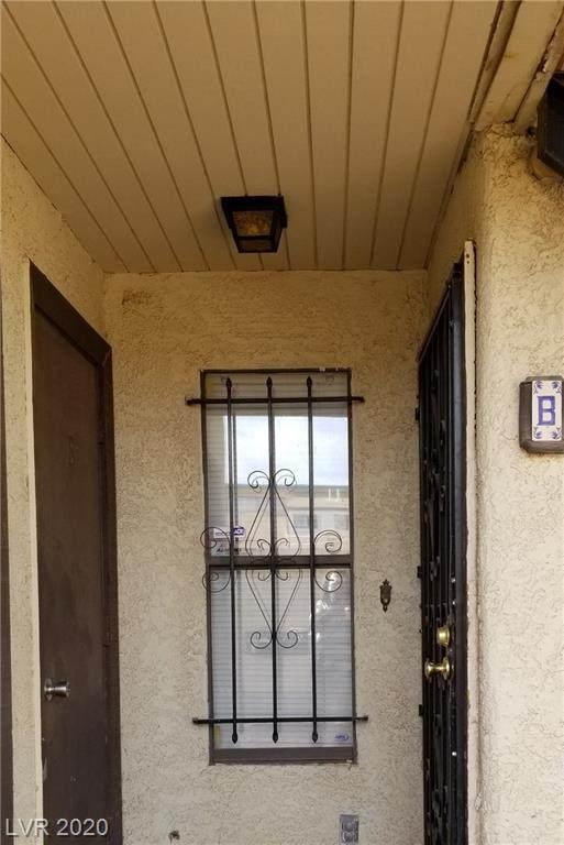 2205 Sun Avenue B, North Las Vegas, NV 89030 (MLS #2255513) :: Team Michele Dugan