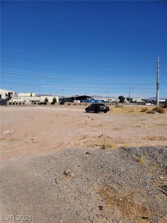 300 Plymouth Avenue, North Las Vegas, NV 89030 (MLS #2268438) :: Lindstrom Radcliffe Group