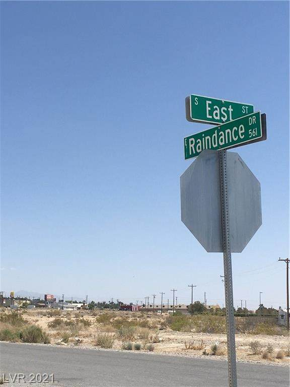 561 East Street, Pahrump, NV 89048 (MLS #2284377) :: Signature Real Estate Group