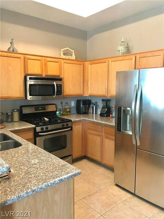 3474 Desert Cliff Street #202, Las Vegas, NV 89129 (MLS #2289028) :: Signature Real Estate Group