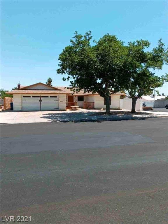 4294 Annie Oakley Drive, Las Vegas, NV 89121 (MLS #2291786) :: Hebert Group | Realty One Group