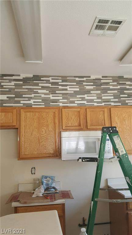 6481 Stone Dry Avenue #102, Henderson, NV 89011 (MLS #2315346) :: The Chris Binney Group   eXp Realty