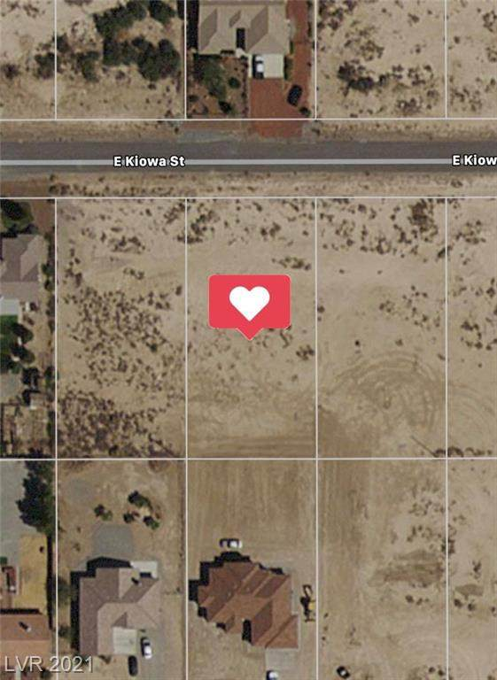 121 E Kiowa Street, Pahrump, NV 89048 (MLS #2316639) :: Custom Fit Real Estate Group