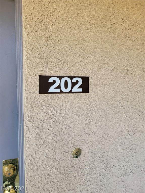 2011 Sue Court #202, Las Vegas, NV 89108 (MLS #2319074) :: The Shear Team