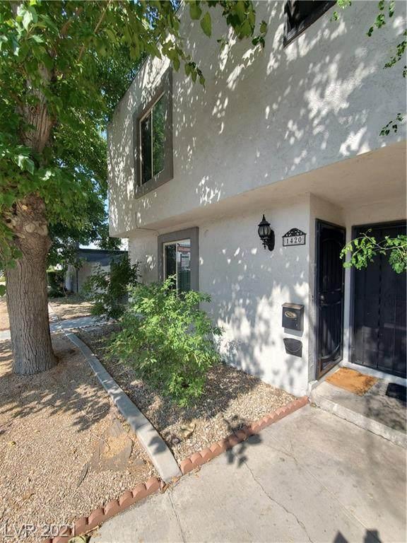 1420 N Jones Boulevard, Las Vegas, NV 89108 (MLS #2321067) :: Lindstrom Radcliffe Group