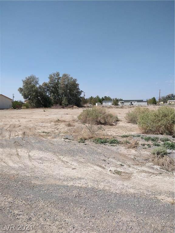 270 W Starlight Drive, Pahrump, NV 89048 (MLS #2324148) :: The TR Team